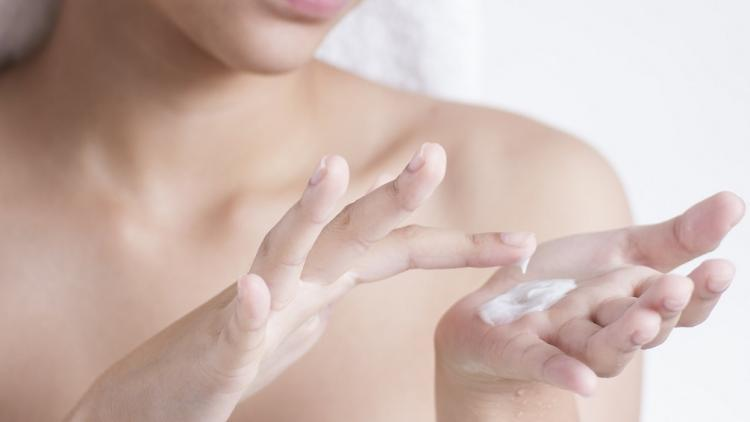 how-to-gently-moisturise-dry-skin-eczema