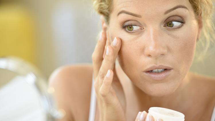 Perché si può avere l'acne da adulti? | Ducray