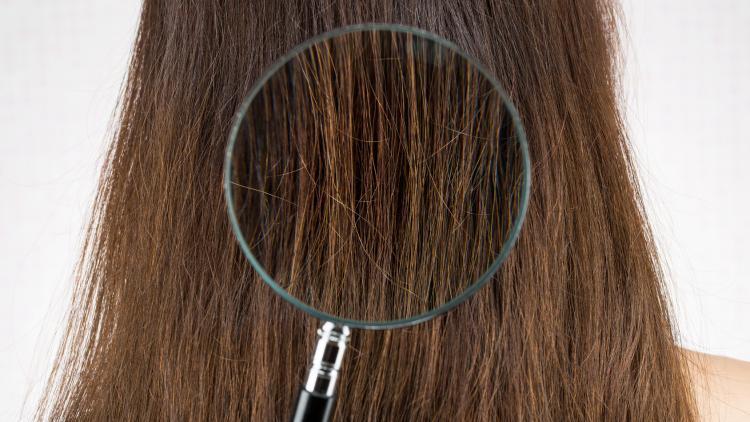 Perché i capelli tendono a inaridirsi con l'età? | Ducray