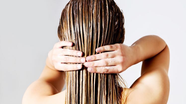 Quali sono le cause dei capelli grassi? | Ducray