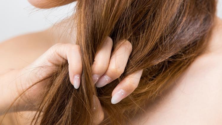 Cosa sono i capelli grassi? | Ducray